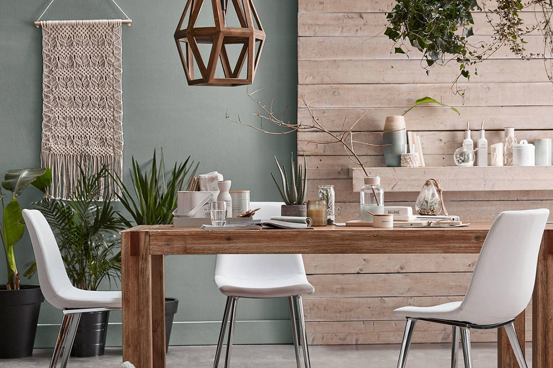 Feast On These 5 Dining Room Essentials